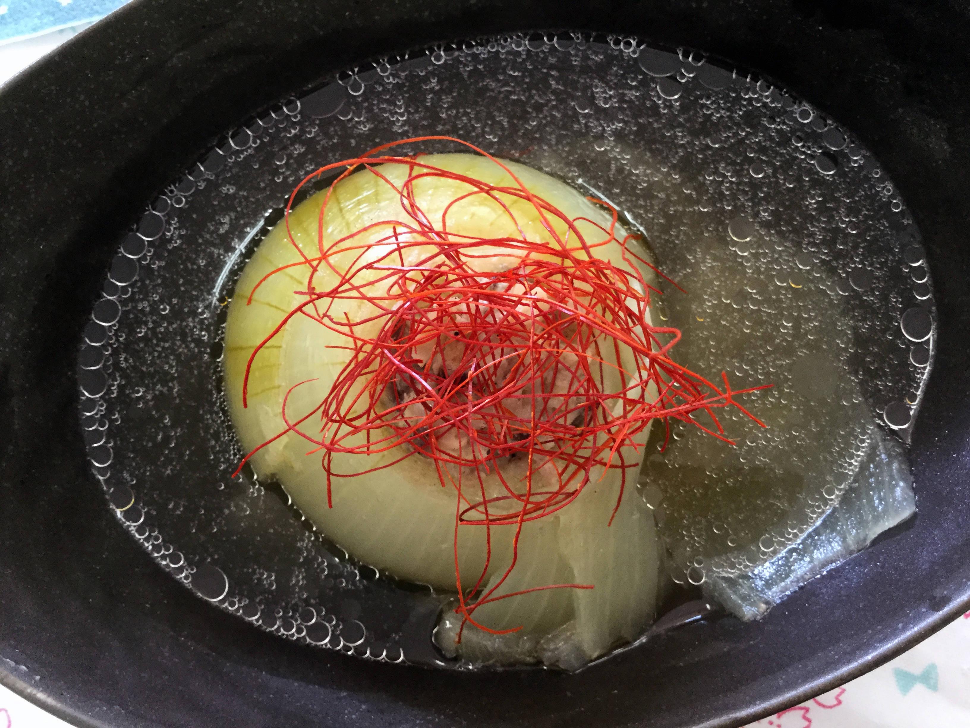まん丸玉ねぎスープ(燻製酢)